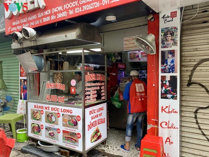 Serangkaian toko di Sektor Kota Kuno Hanoi ditutup kerena wabah Covid-19 - ảnh 10
