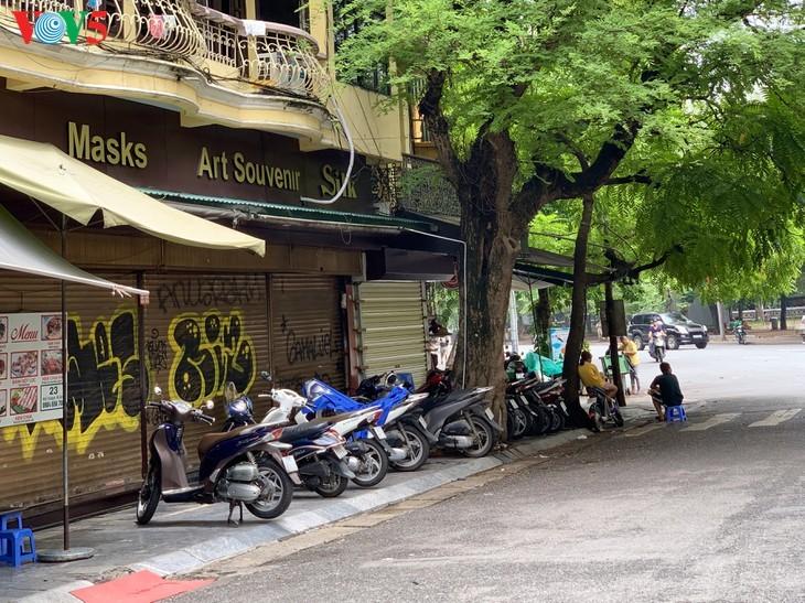 Serangkaian toko di Sektor Kota Kuno Hanoi ditutup kerena wabah Covid-19 - ảnh 20