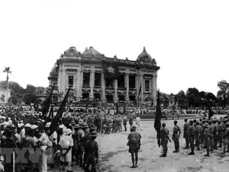 Pers Aljazair memuji arti bersejarah Revolusi Agustus 1945 - ảnh 1