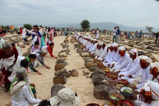 Perkenalan Sepintas tentang Etnis Minoritas yang Beragama Islam di Vietnam dan Badan-Badan Usaha Kecil dan Menengah di Vietnam  - ảnh 1