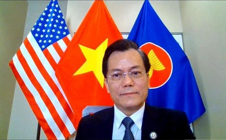 Dubes Ha Kim Ngoc Melakukan Pembicaraan Telepon dengan Anggota DPR AS Joaquin Castro - ảnh 1