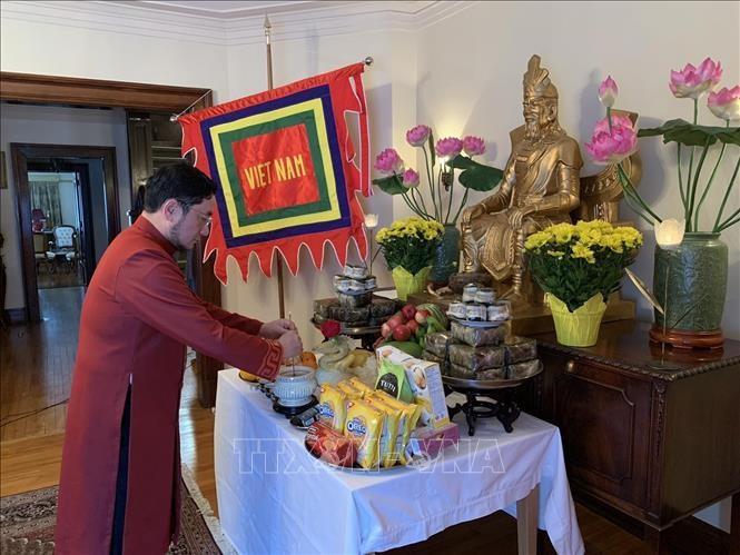 Kedubes Vietnam di Kanada Adakan Upacara Hari Haul Cikal Bakal Raja Hung secara Online - ảnh 1