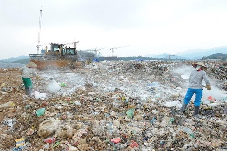 Ikhtisarkan Surat Beberapa Pendengar dan Perkenalan Sepintas tentang Pengelolaan Sampah di Vietnam - ảnh 1