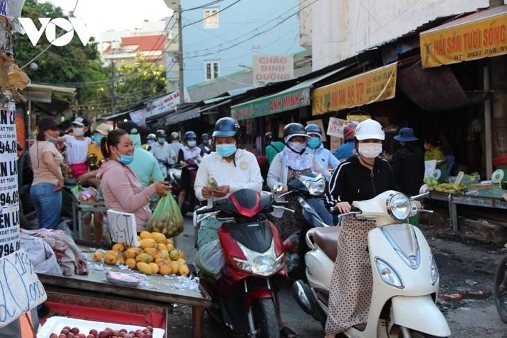 Kementerian Industri dan Perdagangan Vietnam Menjamin Sumber Pasokan Barang Kebutuhan Pokok bagi Warga - ảnh 1