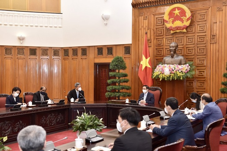 Hubungan Kemitraan Strategis antara Vietnam dan Singapura tengah Berkembang Kian Intensif - ảnh 1