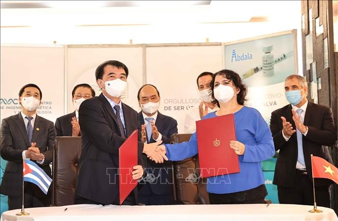 Presiden Nguyen Xuan Phuc Saksikan Upacara Penandatangan Banyak Program Kerja Sama Penting antara Vietnam dan Kuba - ảnh 1