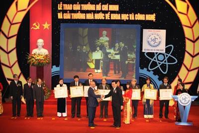 Staatspräsident nimmt an Preisverleihung für Wissenschaft teil - ảnh 1