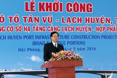 Premier Nguyen Tan Dung start den Bau  der größten Brücke über einen See in Vietnam - ảnh 1