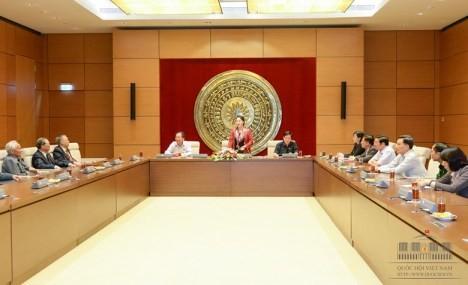 Vize-Parlamentspräsidentin Nguyen Thi Kim Ngan trifft Abgeordnete der Provinz Nghe An - ảnh 1