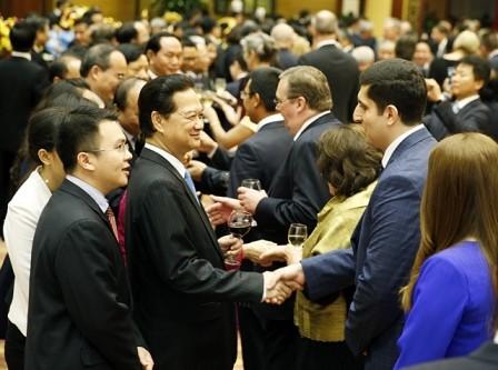 Premierminister Nguyen Tan Dung gibt Gala-Dinner zur Begrüßung der ASEAN-Gemeinschaft  - ảnh 1