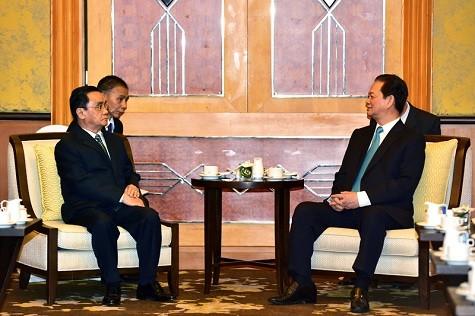 Vietnamesische Staats- und Regierungschefs treffen den laotischen Premierminister in Hanoi - ảnh 1