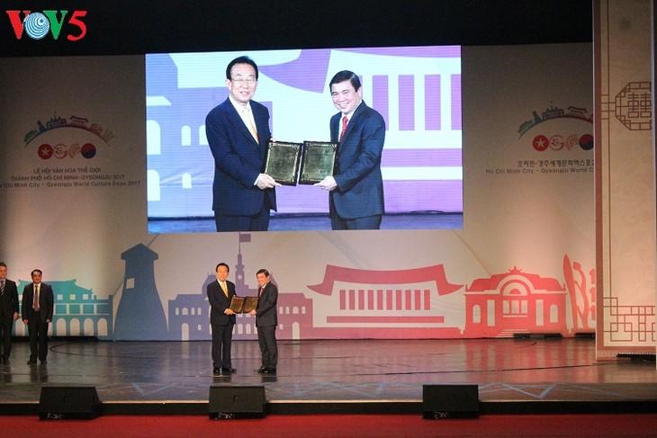 Mehr als vier Millionen Menschen besuchen das Kulturfest Ho Chi Minh Stadt – Gyeongju 2017 - ảnh 1