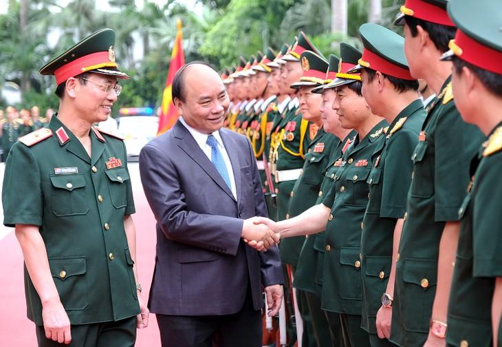 Premierminister Nguyen Xuan Phuc führt Arbeitstreffen mit dem Konzern Viettel - ảnh 1