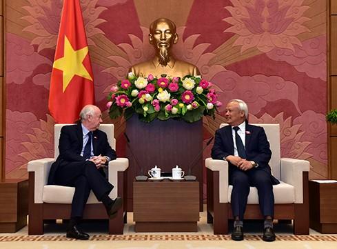 Vize-Parlamentspräsident Uong Chu Luu empfängt britische Abgeordneten  - ảnh 1