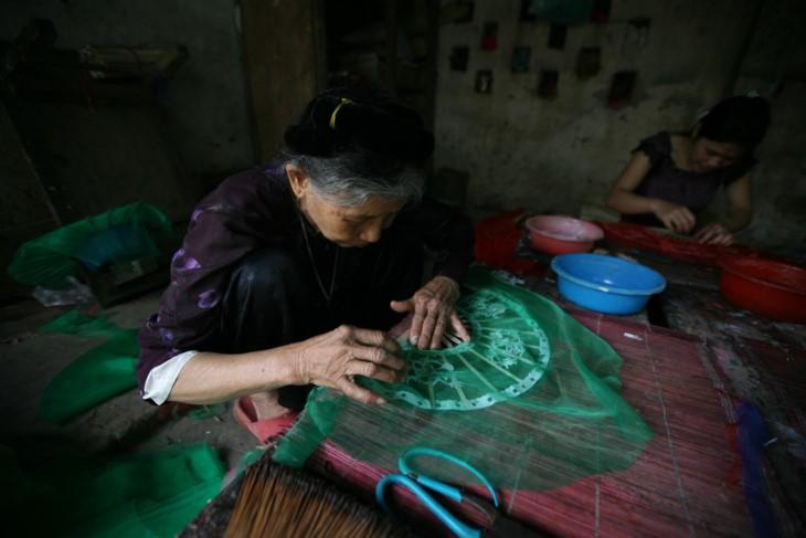 Die Schönheit bei der Arbeit der vietnamesischen Frauen - ảnh 7
