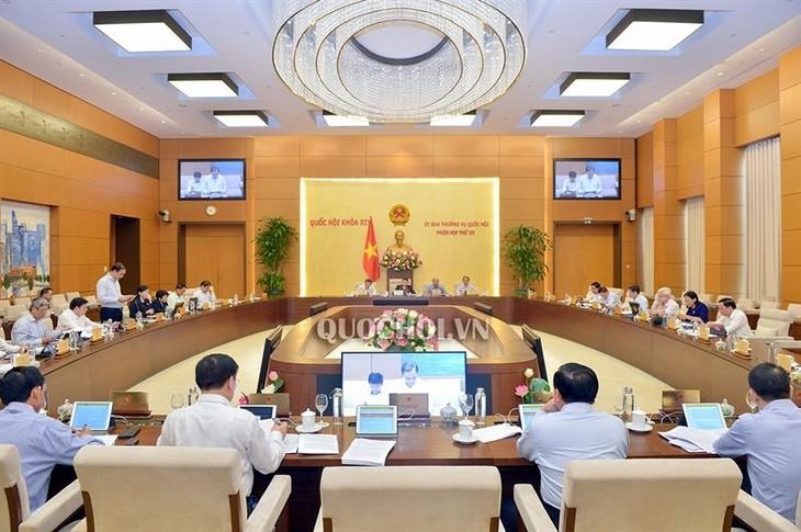 Ständiger Parlamentsausschuss diskutiert Berichte über Wirtschaft, Gesellschaft und Staatshaushalt - ảnh 1