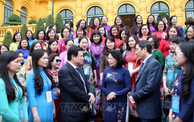 Vize-Staatspräsidentin Dang Thi Ngoc Thinh trifft Leiterinnen und Wissenschaftlerinnen im Bildungsbereich - ảnh 1