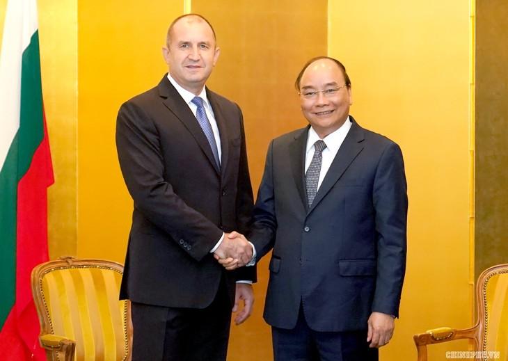 Premierminister führt bilaterale Treffen am Rande der Krönung des japanischen Kaisers - ảnh 1
