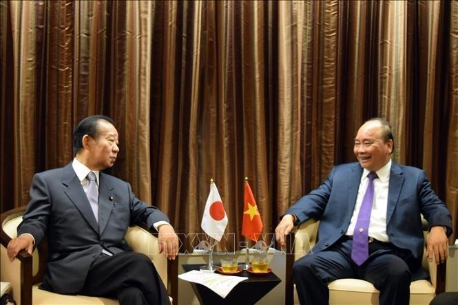 Premierminister Nguyen Xuan Phuc empfängt Generalsekretär der japanischen Liberaldemokratischen Partei - ảnh 1