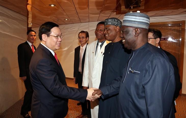 Vize-Premierminister Vuong Dinh Hue empfängt Vertreter des Nigeria-Vietnam-Unternehmensverbandes - ảnh 1