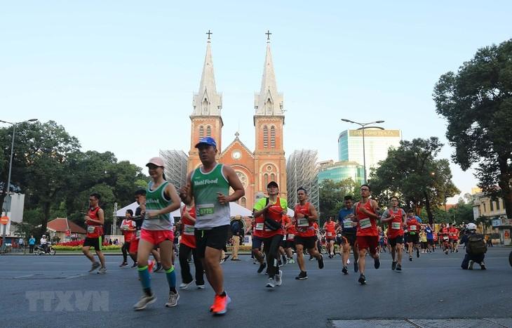 Fast 13.000 Sportler nehmen am internationalen Marathonturnier in Ho Chi Minh Stadt teil - ảnh 1