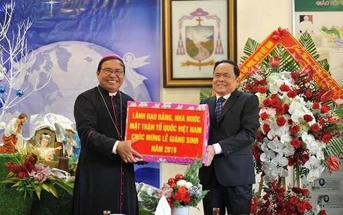 Vorsitzender der Vaterländischen Front Vietnams besucht im Advent die Kirchengemeinde von Buon Ma Thuot - ảnh 1