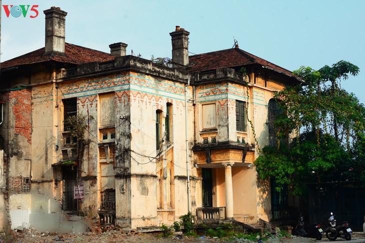Die architektonische Schönheit der alten Villa, wo sich die Rundfunkstation Bach Mai befand - ảnh 1
