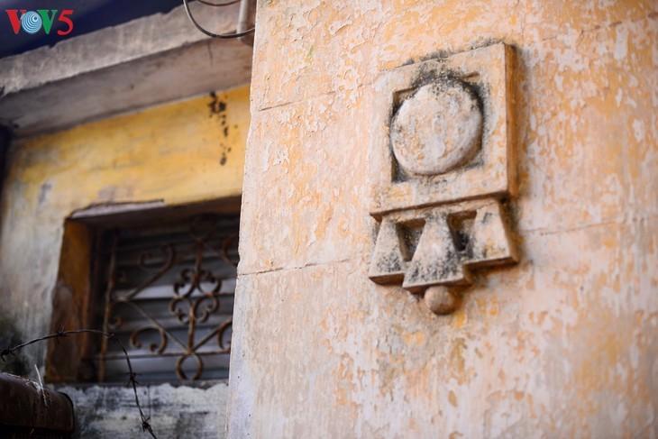 Die architektonische Schönheit der alten Villa, wo sich die Rundfunkstation Bach Mai befand - ảnh 6