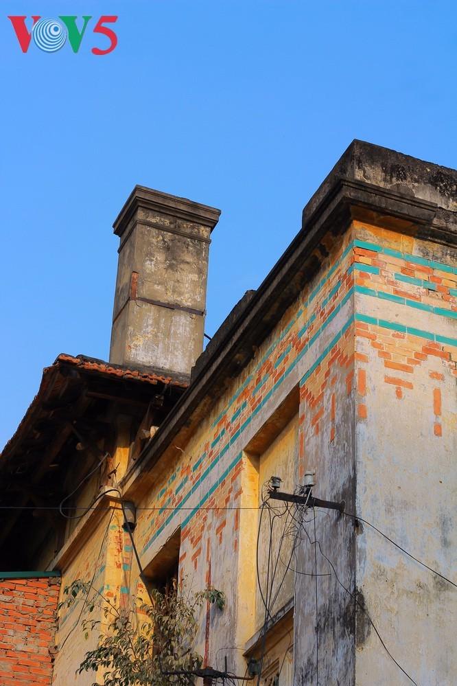 Die architektonische Schönheit der alten Villa, wo sich die Rundfunkstation Bach Mai befand - ảnh 8
