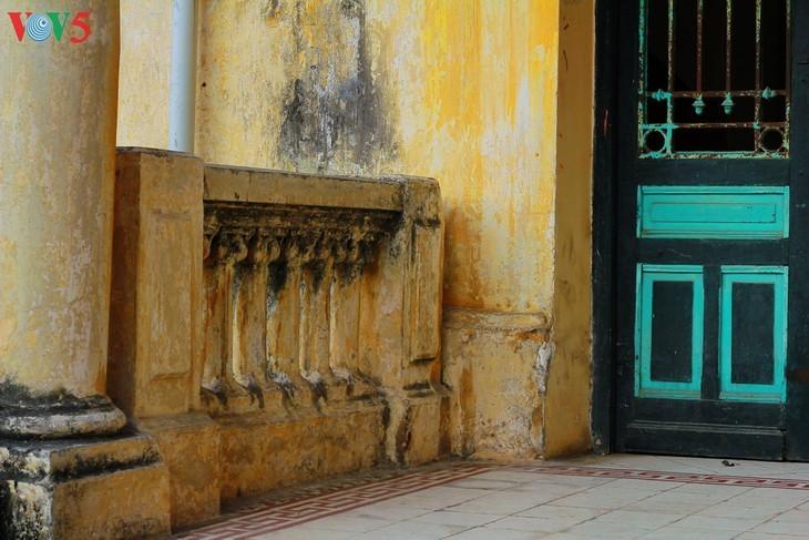 Die architektonische Schönheit der alten Villa, wo sich die Rundfunkstation Bach Mai befand - ảnh 10