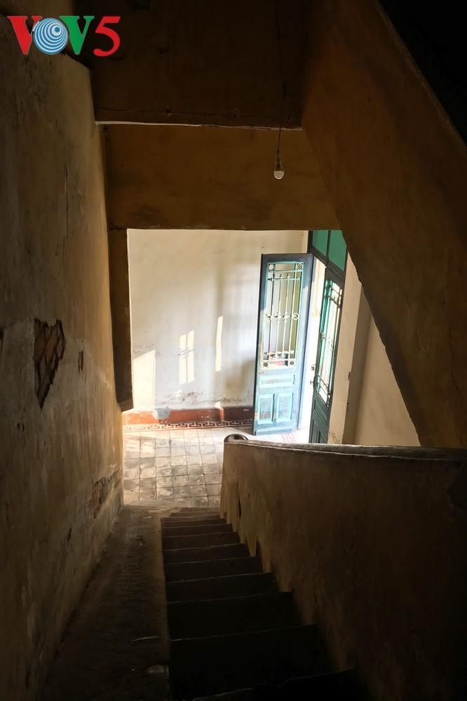 Die architektonische Schönheit der alten Villa, wo sich die Rundfunkstation Bach Mai befand - ảnh 12