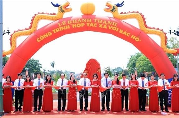 """Premierminister Nguyen Xuan Phuc nimmt an der Einweihung der Einrichtung """"Genossenschaft mit Onkel Ho"""" teil - ảnh 1"""