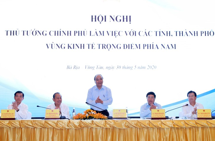 Erörterung von Maßnahmen für die wirtschaftliche Erholung in den südvietnamesischen Provinzen - ảnh 1