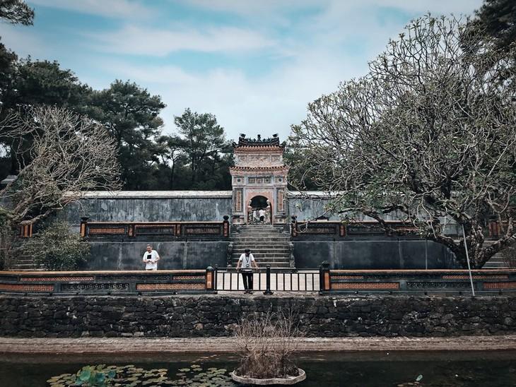 Die friedliche und alte Schönheit der Kaiserstadt Hue - ảnh 10