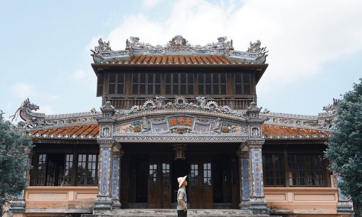 Die friedliche und alte Schönheit der Kaiserstadt Hue - ảnh 3