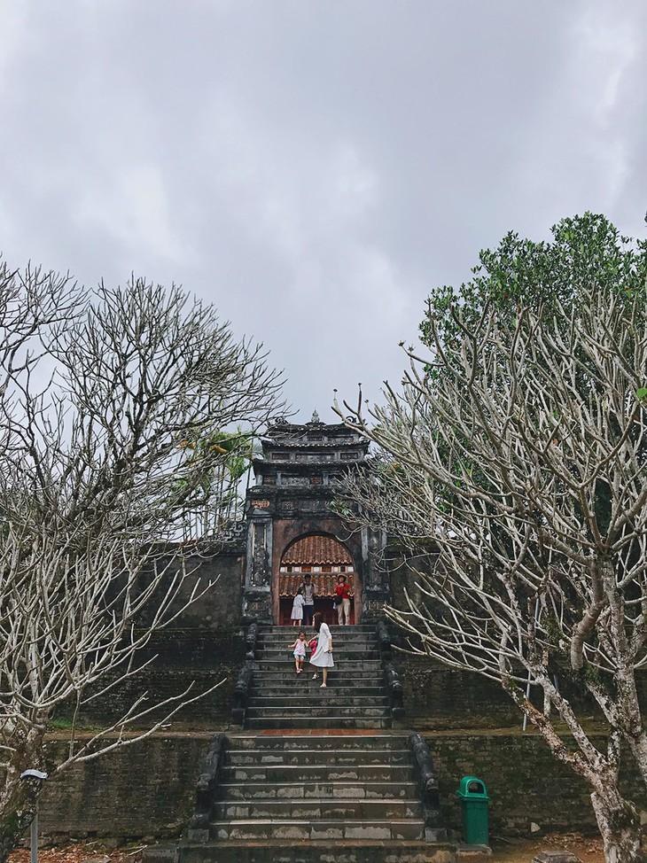 Die friedliche und alte Schönheit der Kaiserstadt Hue - ảnh 7