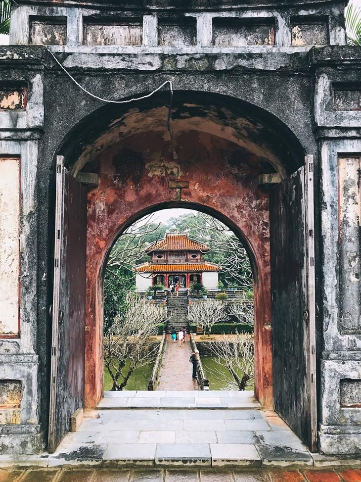Die friedliche und alte Schönheit der Kaiserstadt Hue - ảnh 8