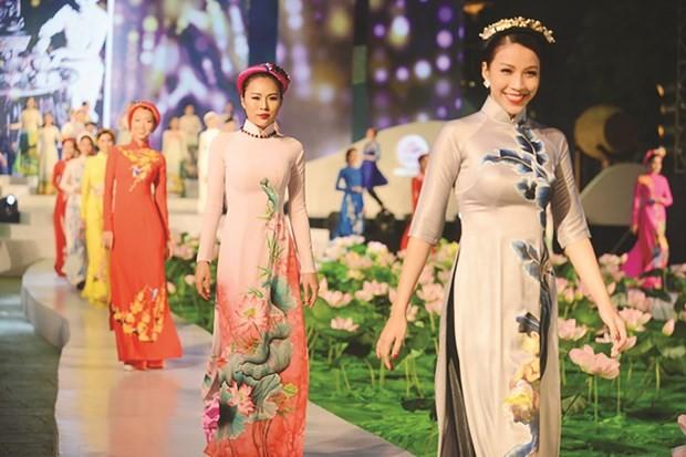 """Aufführung """"Ao Dai – Kulturerbe Vietnams"""" - ảnh 1"""