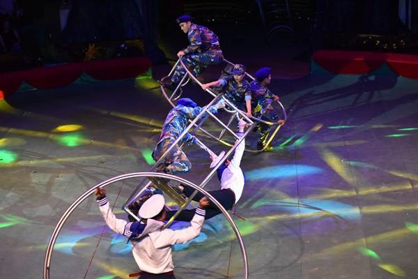 Zirkusprogramm zum Tag der Kriegsinvaliden und gefallenen Soldaten - ảnh 1