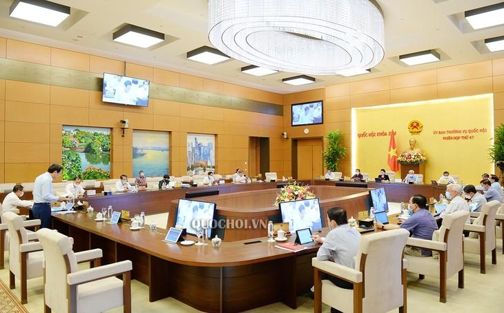 Ständiger Parlamentsausschuss diskutiert Verordnung über die Bevorzugung von Menschen mit verdienstvoller Leistung - ảnh 1