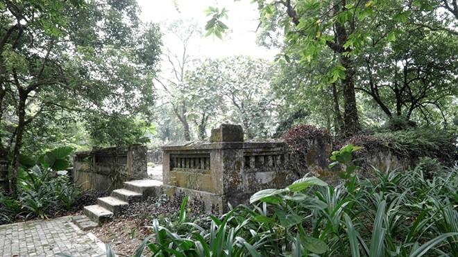 Werte der französischen Ruinen im Berg Ba Vi in Hanoi entfalten - ảnh 1