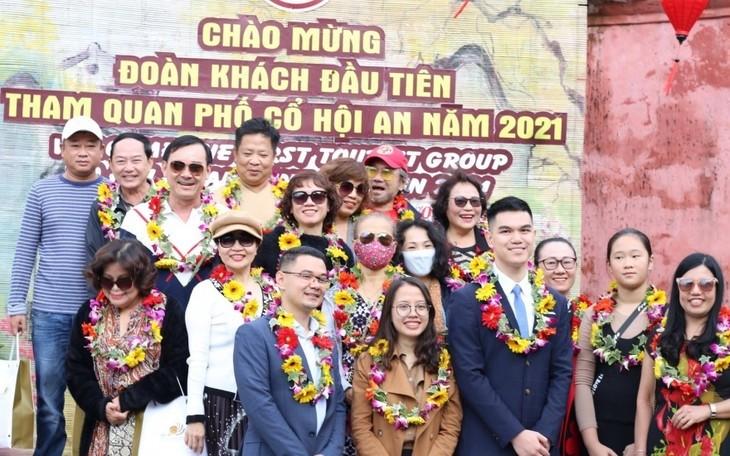 Hoi An begrüßt erste Touristen im Jahr 2021 - ảnh 1