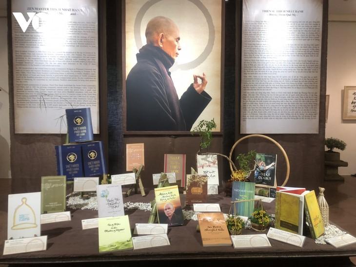 Ausstellung der Kalligraphiewerke und Bücher des Mönchs Thich Nhat Hanh - ảnh 1