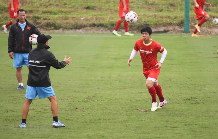 Vorbereitung für WM-2022: Vietnamesische Fußballspieler trainieren - ảnh 1