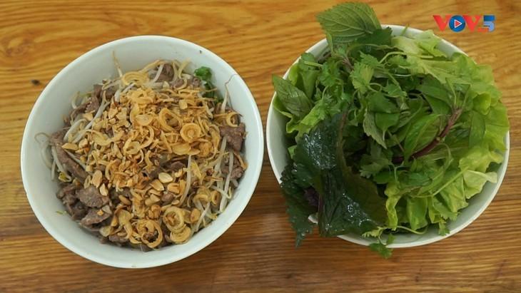 Nudeln mit gebratenem Rindfleisch aus Südvietnam – Ein beliebtes Gericht der Vietnamesen - ảnh 2