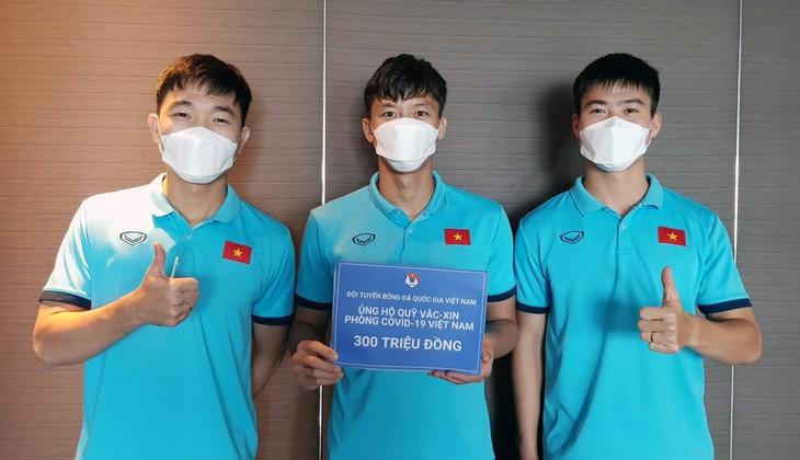 Vietnams Fußballnationalmannschaft unterstützt den Impfstoff-Fonds gegen Covid-19 mit 13.000 US-Dollar - ảnh 1