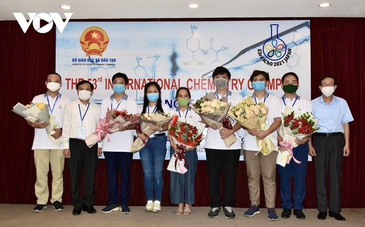 Vietnam gewinnt drei Goldmedaillen bei der Internationalen Chemieolympiade 2021 - ảnh 1