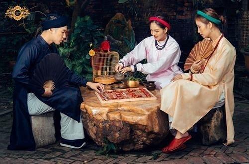 Traditionelle Trachten heben vietnamesische Kulturwerte hervor - ảnh 1