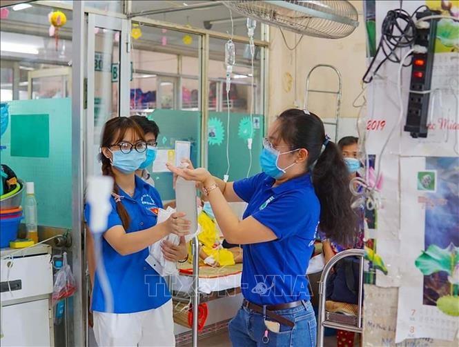 전염병 예방에 젊은 의사 역할 발휘 - ảnh 1