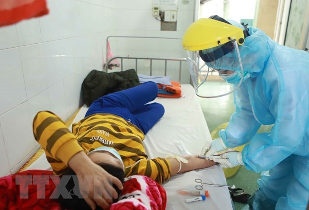 빈쑤엔에서 코로나 19 전염병 예방업무를  수행하고 있는 의료진 - ảnh 5